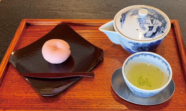Gyokuro with high-grade Japanese fresh confections